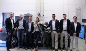 Während des Testzeitraums wird das Projekt von Profi Parts, der Deutschen Telekom und der SELECT AG gemeinsam betreut. Über den erfolgreichen Projektstart freuen sich (von links nach rechts) Alfred Retterath (Geschäftsführer Profi Parts), Kevin Etzkorn (Kaufmännischer Leiter Profi Parts), Madeleine Marsch (Project Manager T-Systems International GmbH); Fatih-Atilla Koca (Consultant Expert Sales Connected Mobility T-Systems), Daniel Trost (Vorstand IT (CDO) SELECT AG) und Andreas Kilian (Manager Werkstattsysteme SELECT AG).